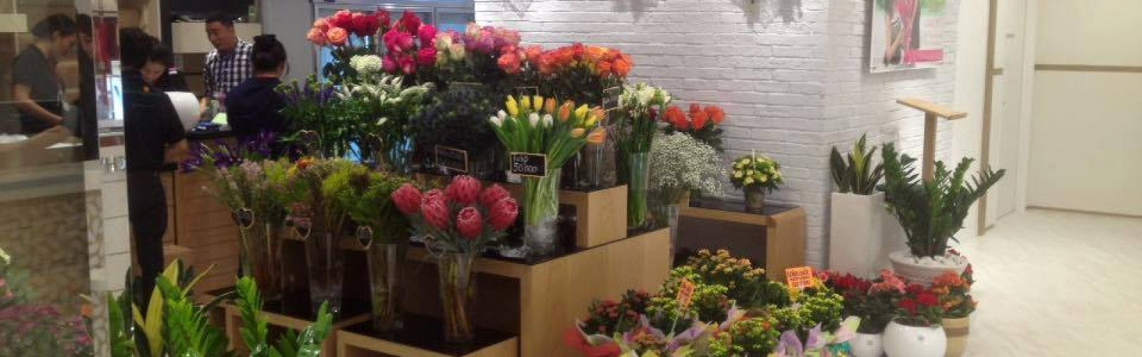 Press Release: Dalat Hasfarm opening the 9th Flower Shop at Takashimaya Commercial Center