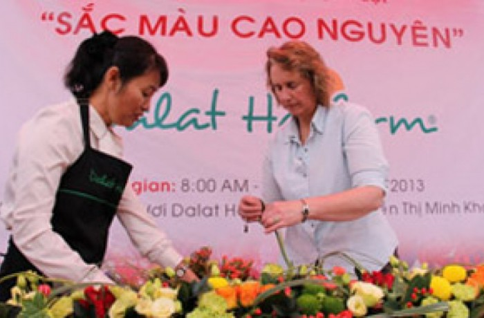 Dalat Hasfarm organized Flower Workshop