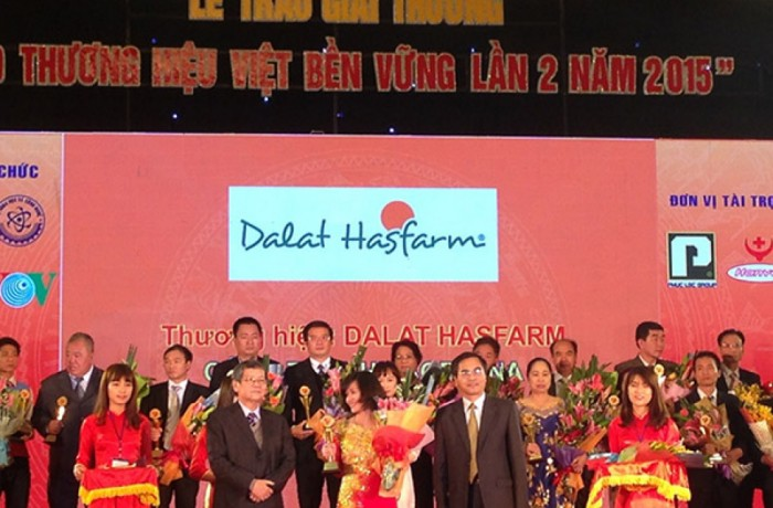 "Dalat Hasfarm honored with the 2015 ""100 sustainable brands in Vietnam"